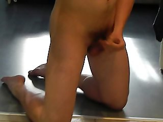 I am wanking and cumming (18 years old boy)