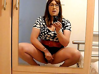 Wanking my Clit in My 6inch Red Stilettos