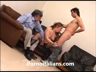 ragazza troia italiana scopata da ragazzo davanti al padre porco -  slutty Italian girl fucked by guy in front of the father pig -