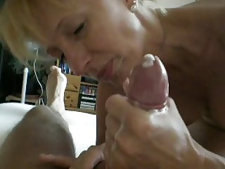 Mature blonde really can suck.
