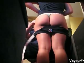 Big ass hottie showing her sexy booty  part1