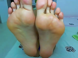 Webcam Slut Showing Me Her Big Feet
