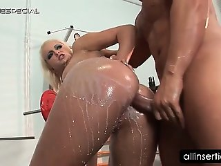 Slutty oily blonde gets butt dildoed hard at the gym