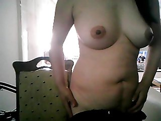 39 YEAR OLD MATURE CHINESE LADY SHOWS NAKED AND SUCKS ON CAM
