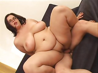Amateur-BBW with Glasses and Huge-Boobs enjoys Fucking