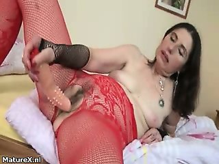 Dirty mature slut gets horny taking part2