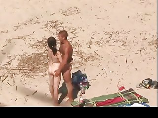horny-couples-at-the-beach-hardcore-homemade-sex