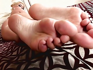 Jenny - An exquisite leg and feet treat!
