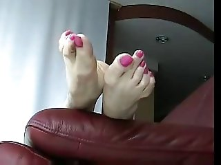 Asian shows off feet