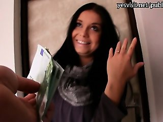 Amateur babe Vikky screwed up for money