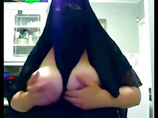 Muslim wife's gorgeous boobs and amazing feetjob