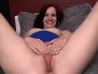 attractive czech model Leila gaping hole
