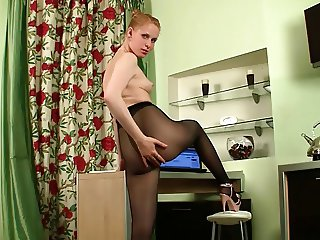 Stunning amateur gets naked in the bed