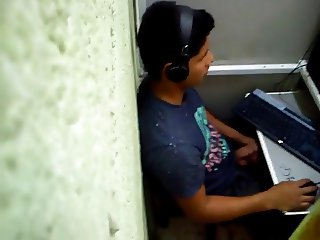 boy caught redhanded in cyber cafe