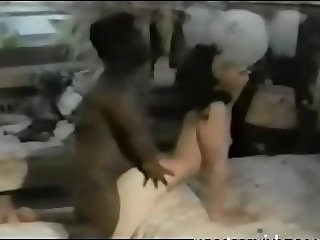 black midget fills white milf's holes