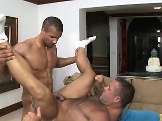 Oral-stimulation from gay masseur