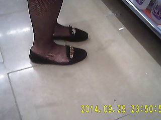 Shopper in fishnet black pantyhose