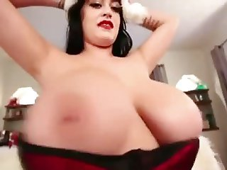 Leanne Crow Shaking her Huge natural tits