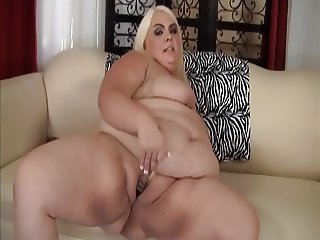 Plump Pussy Solo