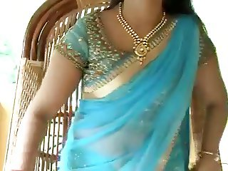 Actress navya nair navel show captured in pen cam by driver