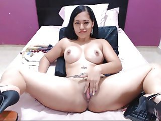 colombian bitch plays with her tits on cam