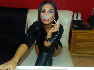 QueenMeryen smoking