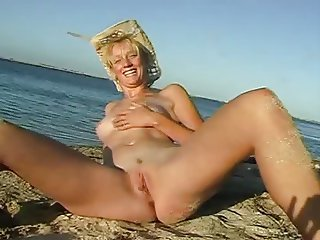 Nude Beach - Aussie Blond