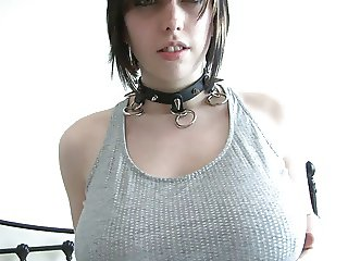 Punk rock Luisa wears only a studded collar in bed