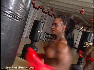 Dayana Cadeau 02 - Female Bodybuilder