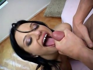 Bella Donna Cum Shot in Eye