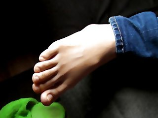 Worshiping my girlfriend's feet 4