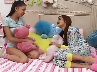 Teen Girls Plays With not Big Brothers Dick-daddi