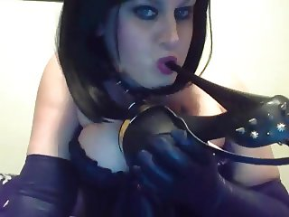 SQUIRTING MILF USES FETISH HEELS