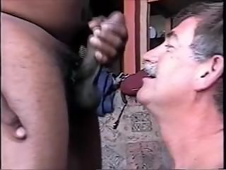 SMILING COCKSUCKER GETS THE CUMLOAD