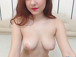 Lovely Cam Babe Playing Her Pussy on Cam