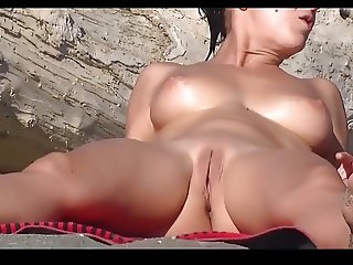 Nude Beach - Spread Pussies HD