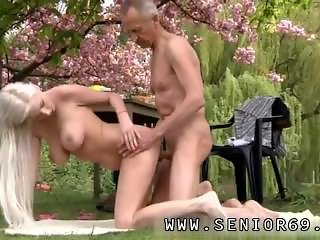 Devon michaels blowjob Paul is liking his breakfast in the garden with