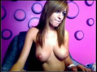 Makayla Muller enjoys playing on herself on Webcam - www.FreeLiveCam69.com