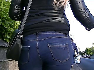 Candid blonde teens ass in jeans