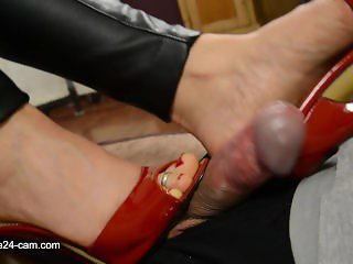 Nicole Shoejob, Handjob and Cum on heels