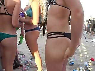 Getting her ass grabbed on public