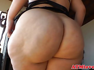 Bigbooty babe shakes her fat ass