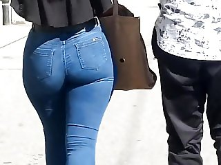 THICK WHITE GURL AMAZING ASS