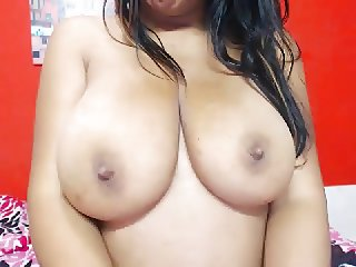 Brunet big tits bed