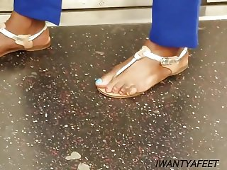 Candid mature ebony feetblue big toes