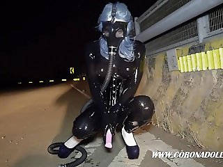 BLACK LATEX PUBLIC  GASMASK BREATH PALY