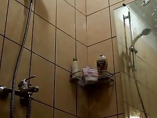 Unbelievable Shower Voyeur Clip
