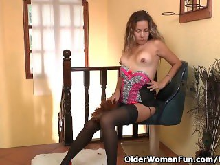 Latina milf Susana gets distracted while cleaning
