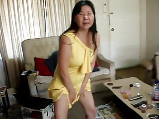i in sexy yellow dress self pee and piss on cum on face.MPG