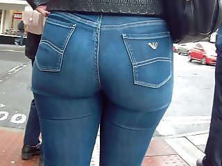 Candid hot ass milf in tight jeans